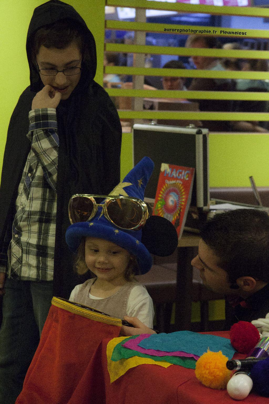 Spectacle de magie - magicien enfants - spectacle McDo - Magie Magicien -14