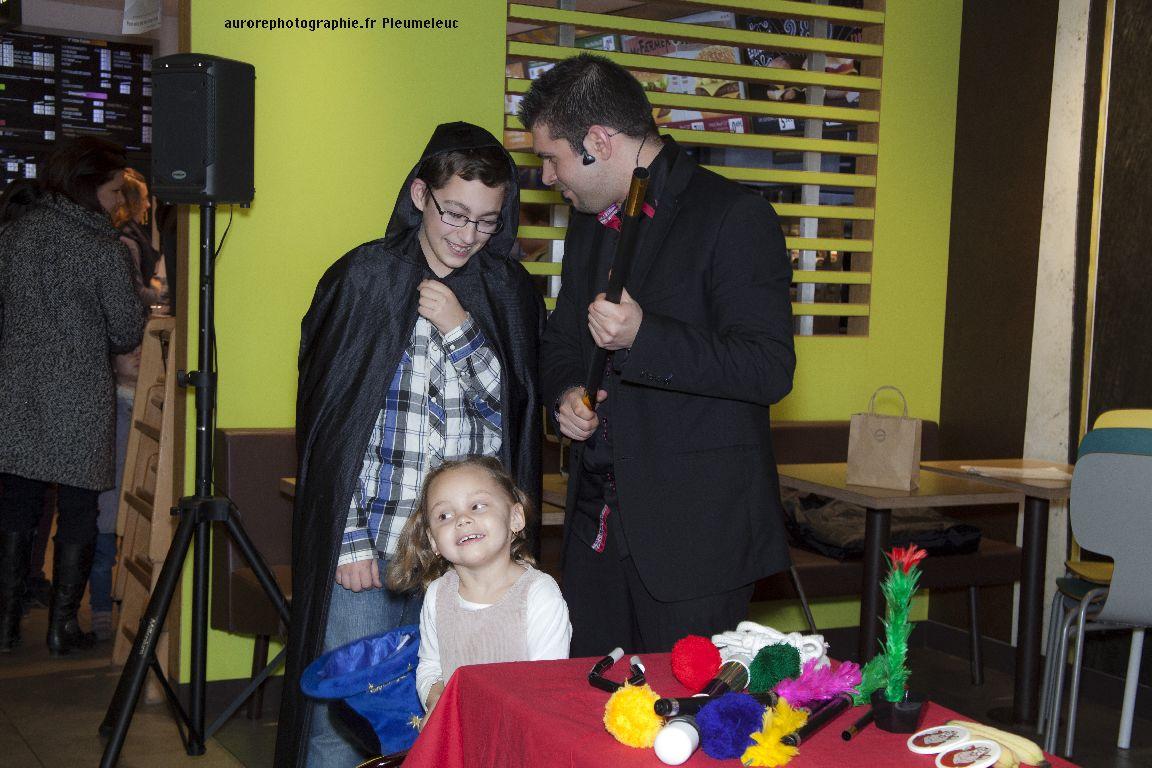 Spectacle de magie - magicien enfants - spectacle McDo - Magie Magicien -16