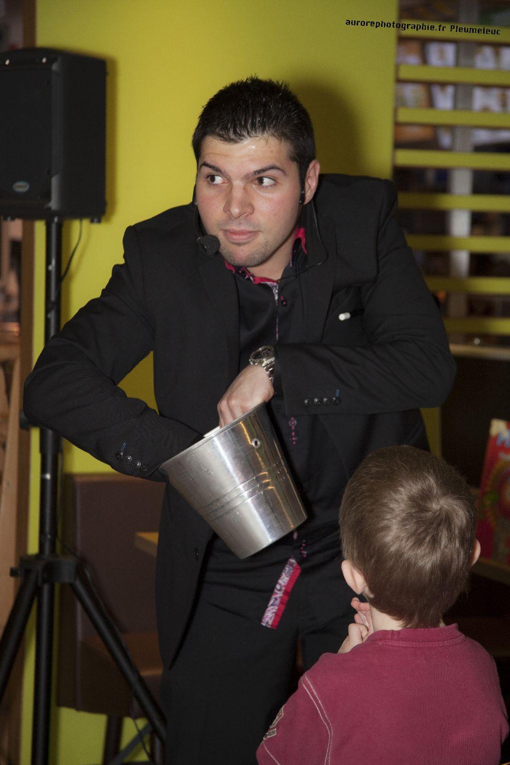 Spectacle de magie - magicien enfants - spectacle McDo - Magie Magicien -33