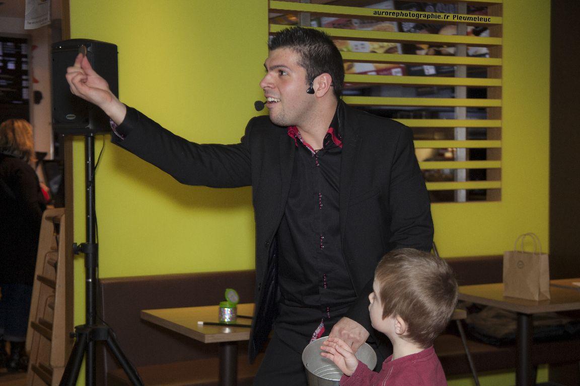 Spectacle de magie - magicien enfants - spectacle McDo - Magie Magicien -37