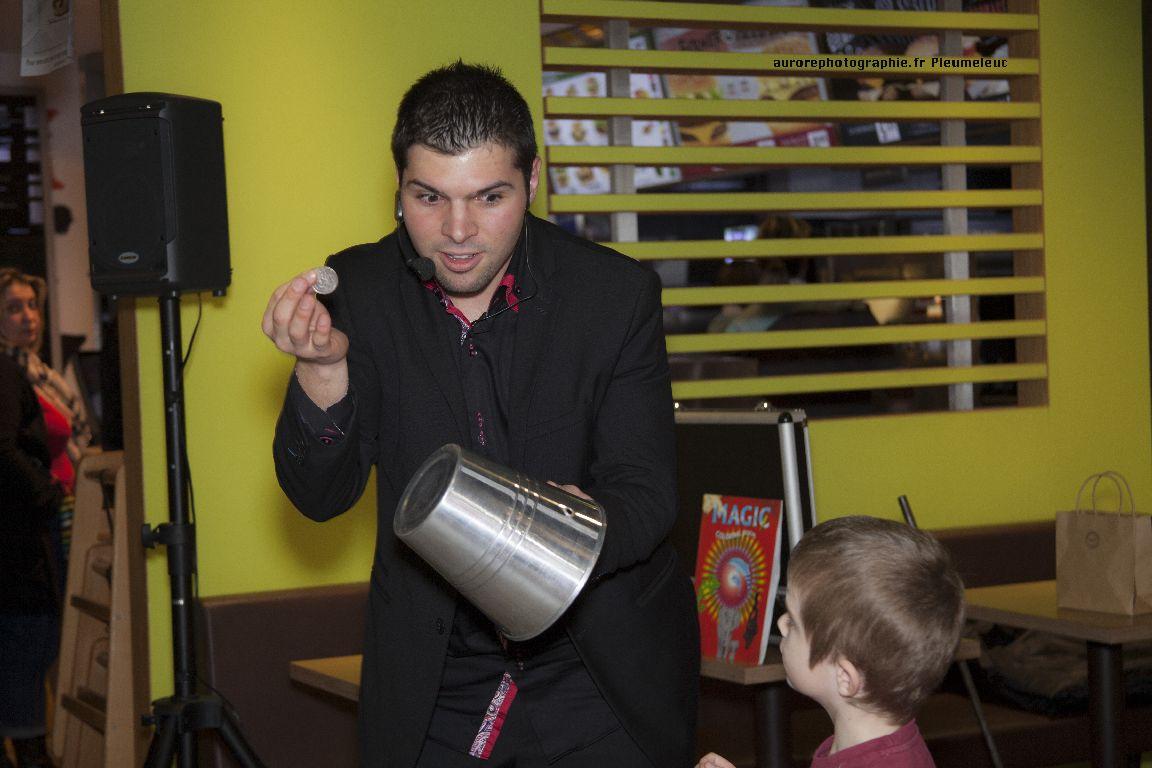 Spectacle de magie - magicien enfants - spectacle McDo - Magie Magicien -38