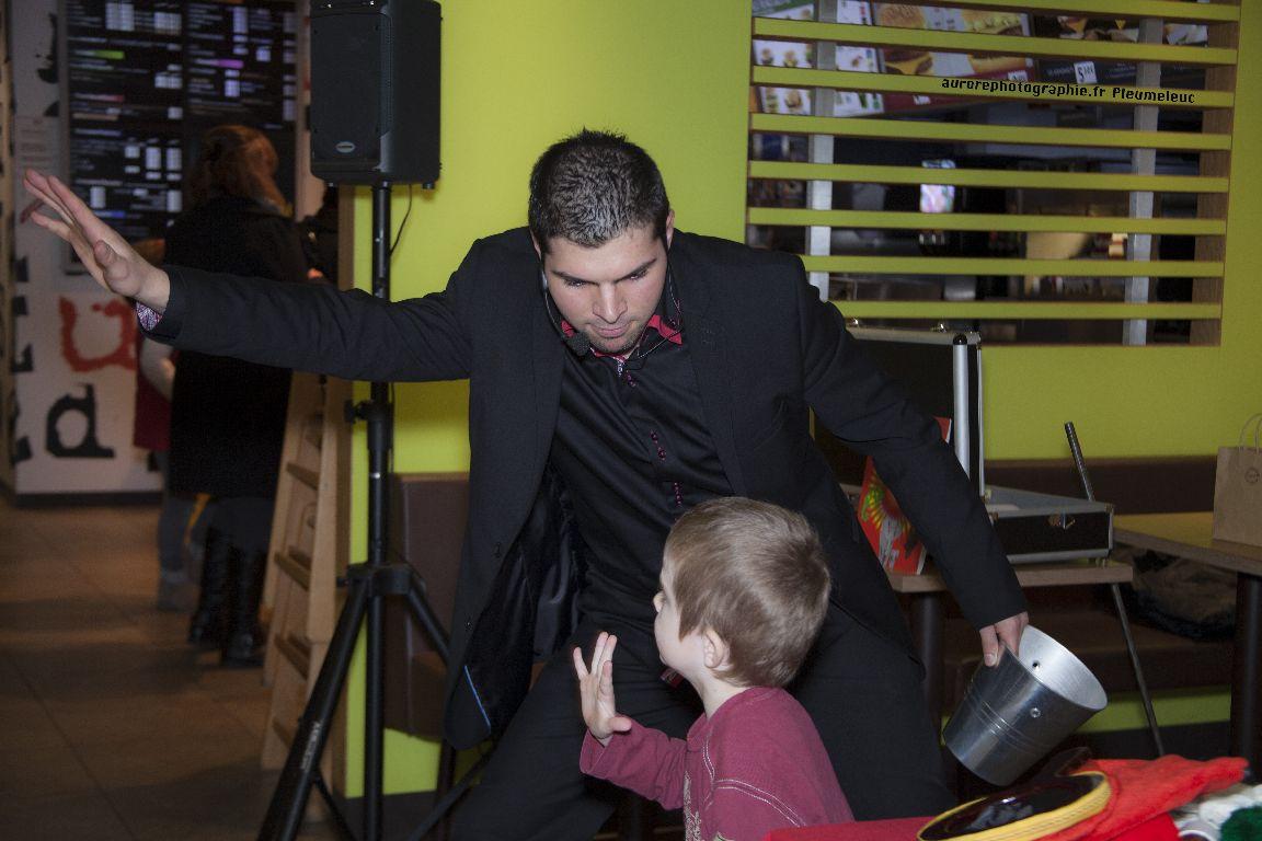 Spectacle de magie - magicien enfants - spectacle McDo - Magie Magicien -39