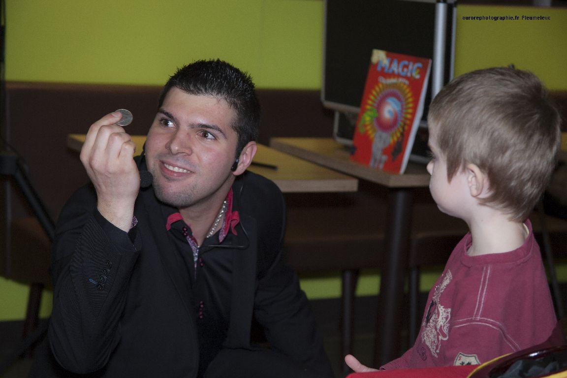 Spectacle de magie - magicien enfants - spectacle McDo - Magie Magicien -43