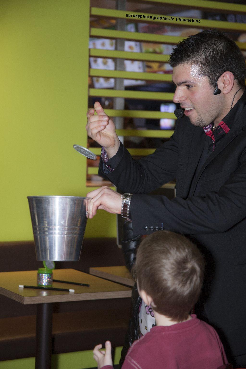 Spectacle de magie - magicien enfants - spectacle McDo - Magie Magicien -44