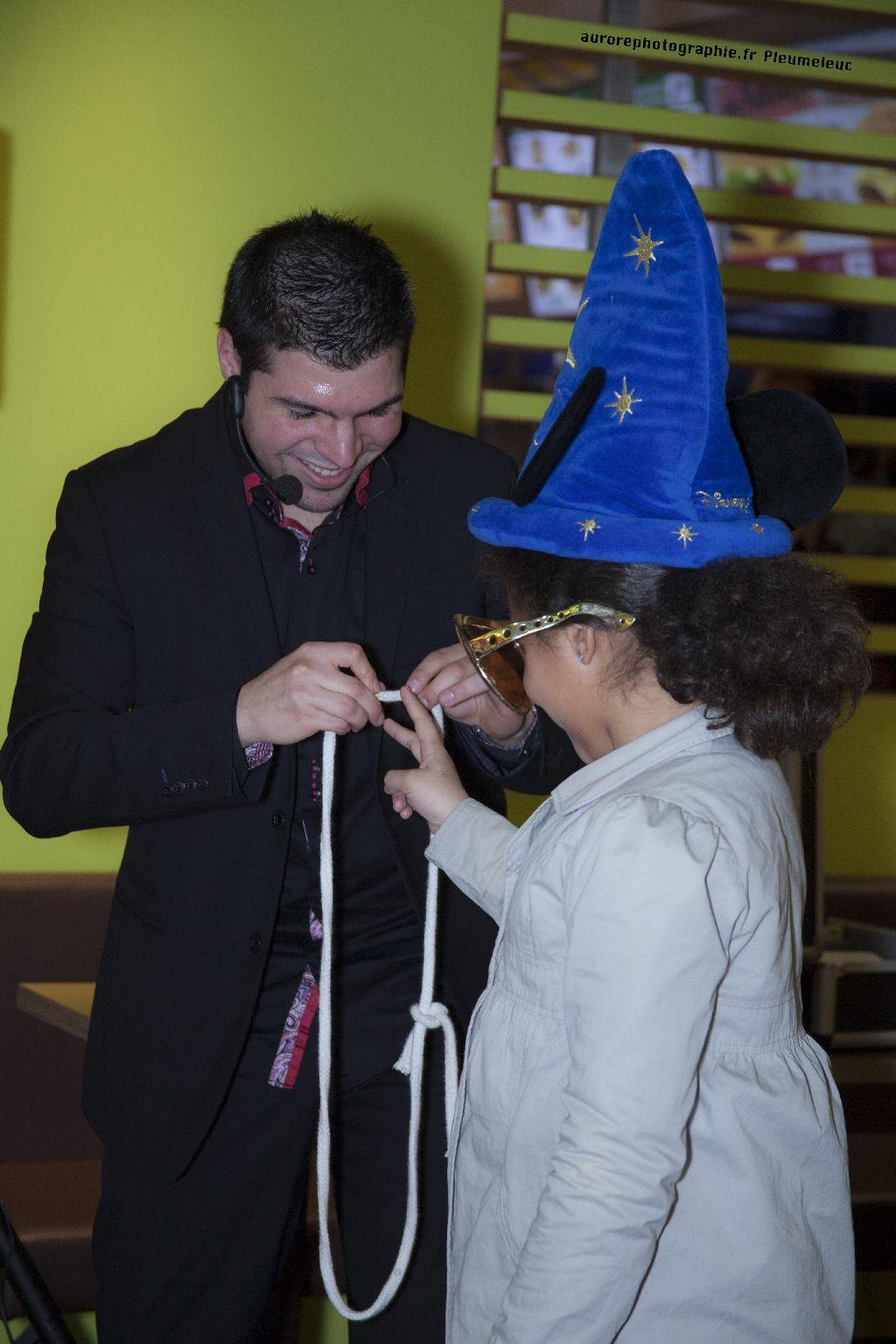 Spectacle de magie - magicien enfants - spectacle McDo - Magie Magicien -52