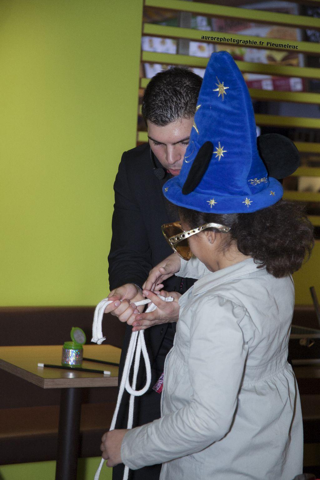 Spectacle de magie - magicien enfants - spectacle McDo - Magie Magicien -56
