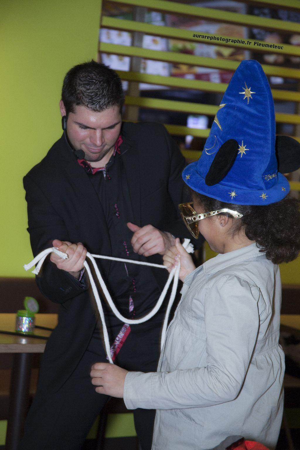 Spectacle de magie - magicien enfants - spectacle McDo - Magie Magicien -57