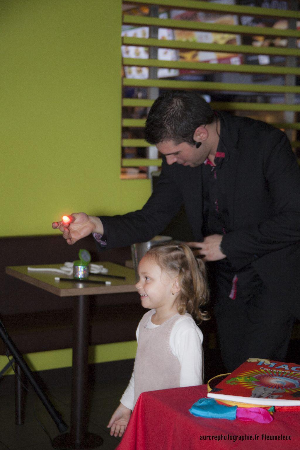 Spectacle de magie - magicien enfants - spectacle McDo - Magie Magicien -68