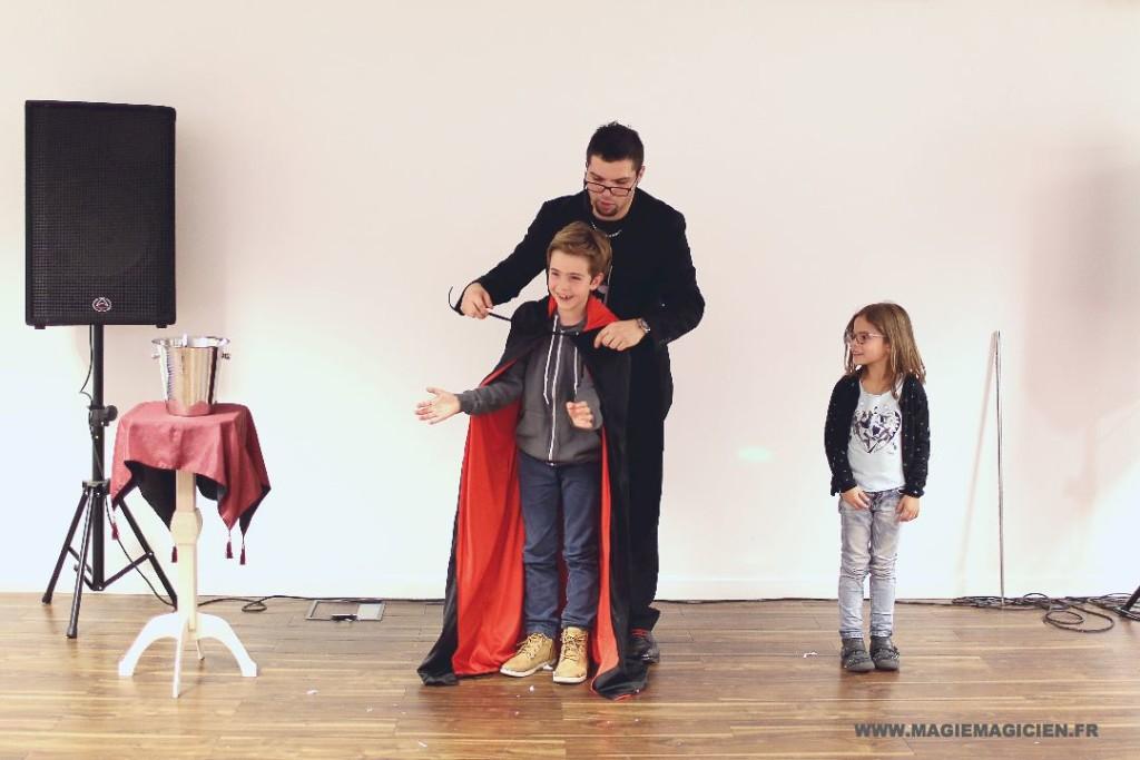 arbre-de-noel-de-yahoo-2015-spectacle-de-magie-pour-enfants-elvine-le-magicien-128