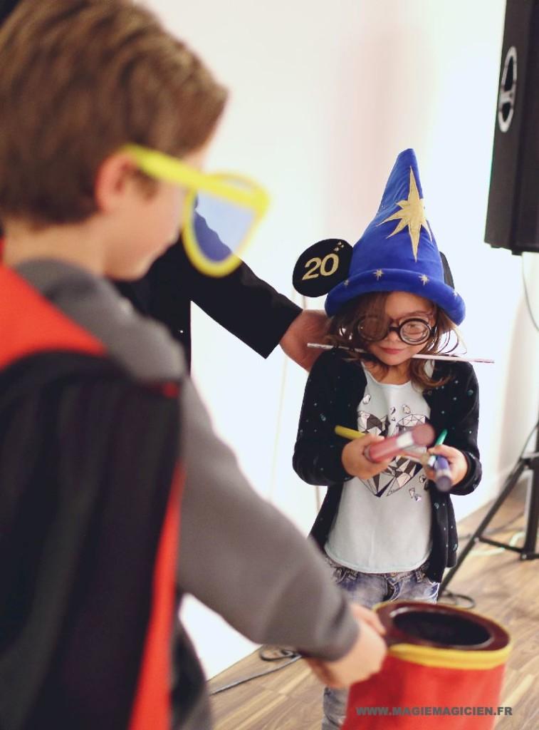 arbre-de-noel-de-yahoo-2015-spectacle-de-magie-pour-enfants-elvine-le-magicien-134