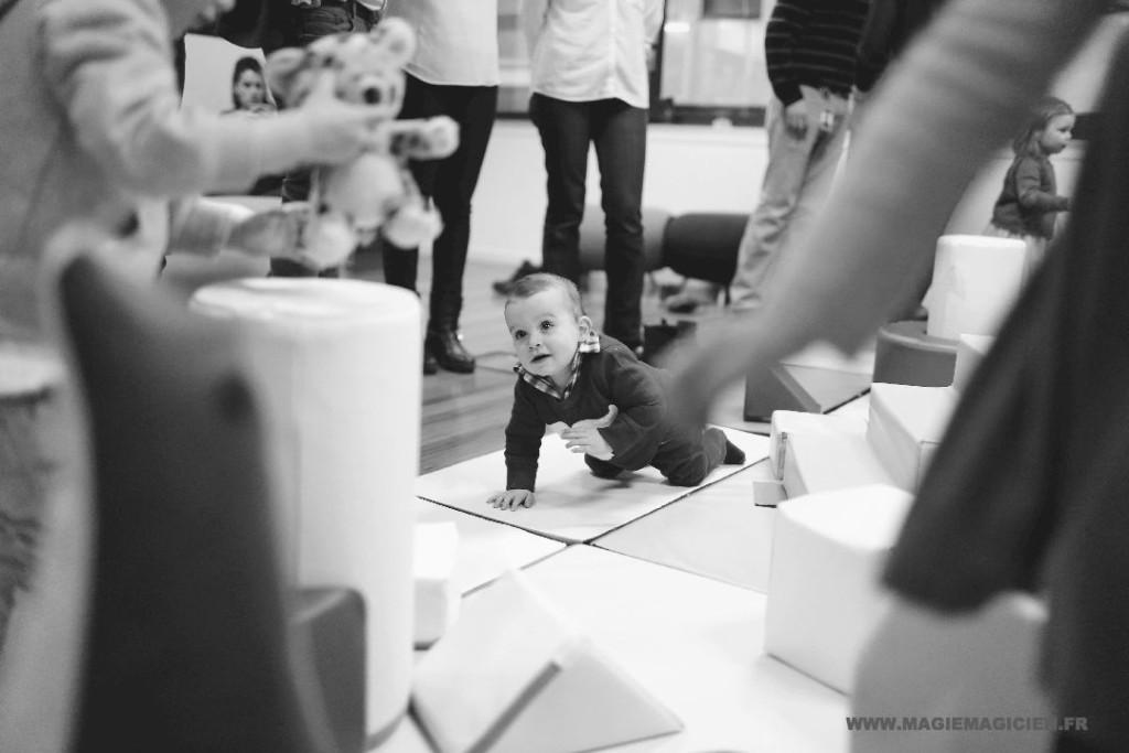 arbre-de-noel-de-yahoo-2015-spectacle-de-magie-pour-enfants-elvine-le-magicien-187