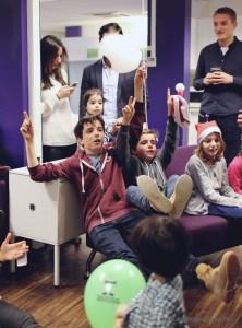 arbre-de-noel-de-yahoo-2015-spectacle-de-magie-pour-enfants-elvine-le-magicien-99